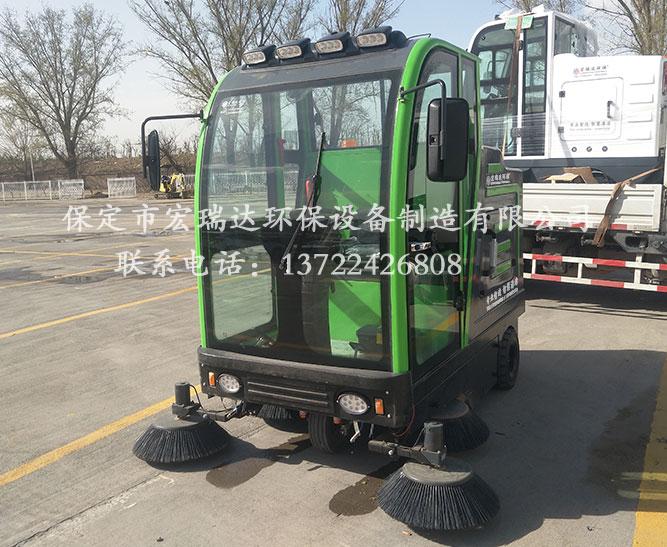 宏瑞达驾驶式电动扫地车在农贸市场的应用