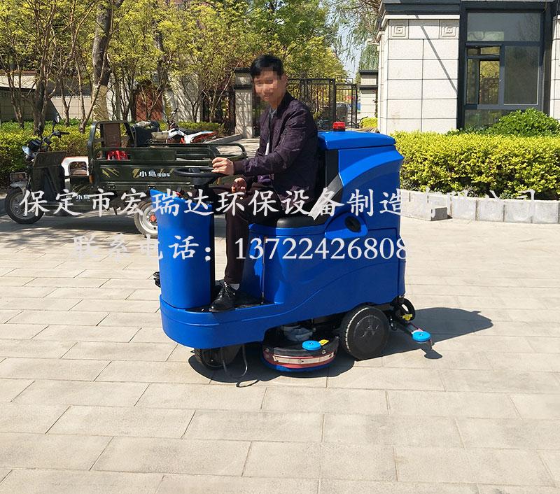 双刷驾驶式洗地机HRD-X4