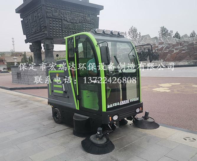 保定宏瑞达电动扫地车在山东济宁公园上岗