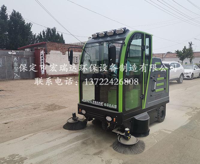 保定宏瑞达驾驶式扫地车为河南焦作村委会的道路清扫工作出一份力