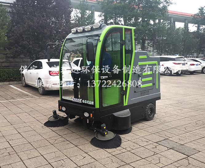 陕西榆林砂石厂使用保定宏瑞达电动清扫车进行厂区清洁