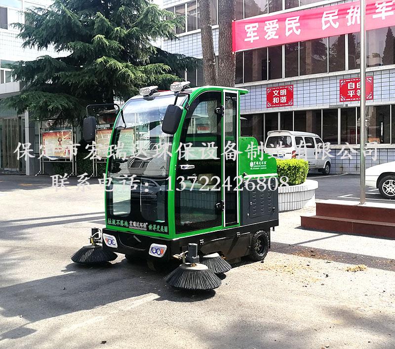 HRD-1900全封闭驾驶式扫地车