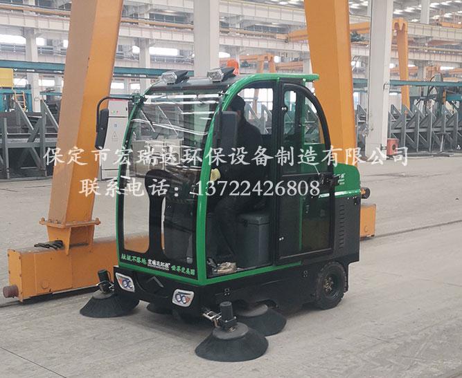 陕西咸阳钢结构厂使用保定宏瑞达1900电动扫地车进行厂区清洁