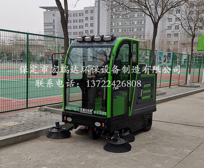 廊坊固安高级中学使用保定宏瑞达2150驾驶式扫地车案例