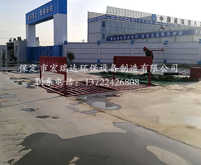 中建八局使用保定宏瑞达工程洗轮机进行工地车辆的清洗
