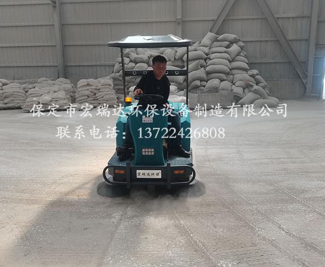 唐山水泥板厂使用保定宏瑞达电动扫地车案例