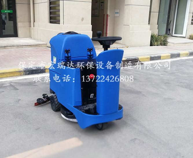 保定宏瑞达驾驶式洗地机在安徽阜阳小区上岗
