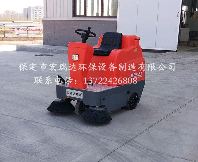保定宏瑞达驾驶式扫地车在陕西榆林电子厂上岗