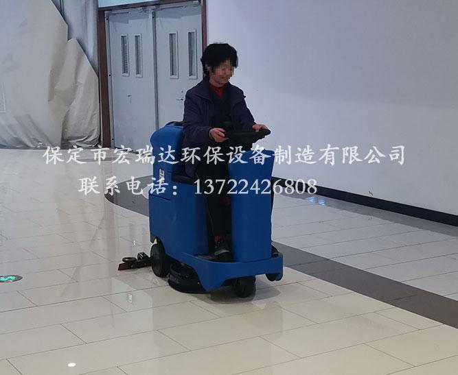 陕西汉中购物广场使用保定宏瑞达驾驶式洗地机案例