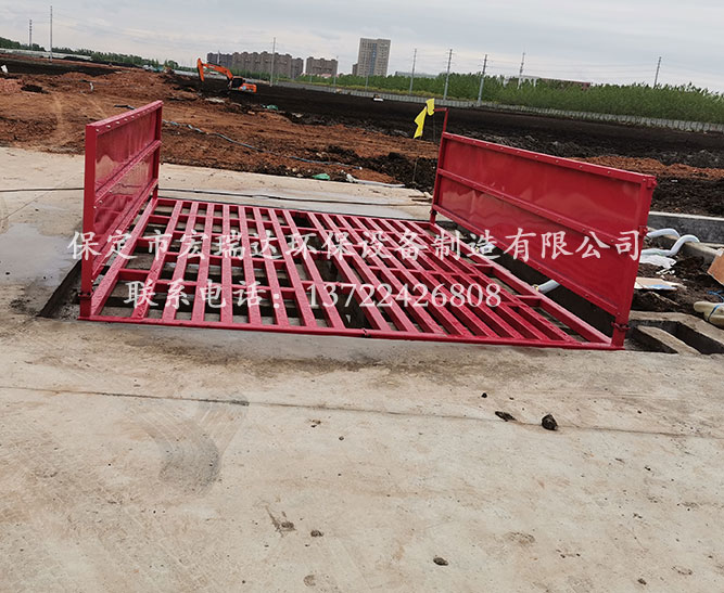 山东枣庄建筑工地使用保定宏瑞达工地洗车槽进行车辆清洁