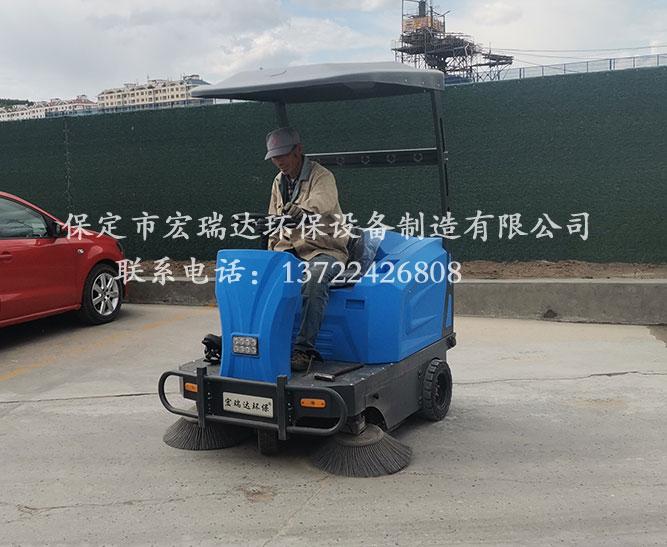 保定宏瑞达电动清扫车在内蒙古砂石厂上岗