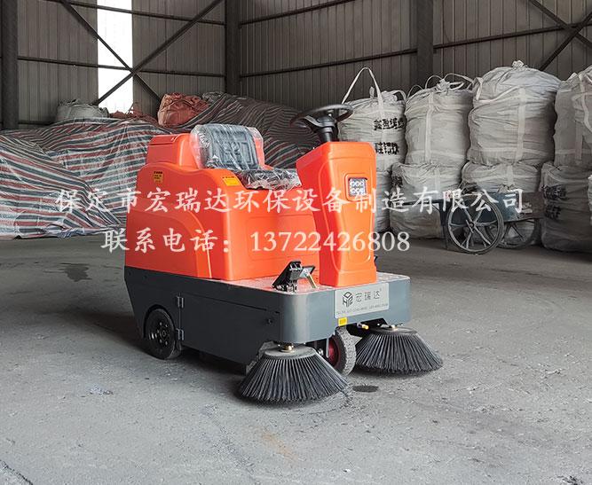 宏瑞达驾驶式扫地车在唐山铸件厂上岗