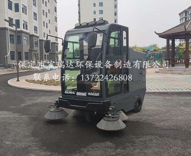湖南怀化小区使用保定宏瑞达双风机扫地车