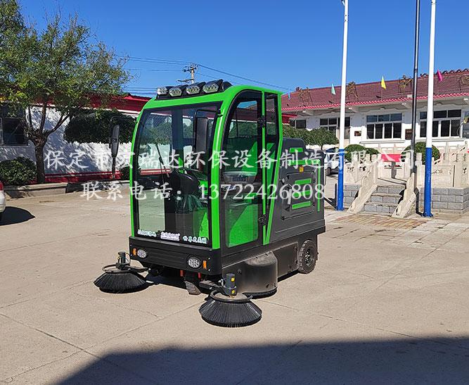 保定宏瑞达电动扫地车在廊坊张家堡村委会上岗