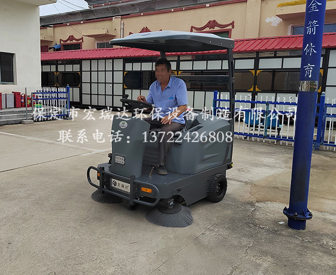 廊坊文安县殡仪馆使用保定宏瑞达电动扫地车案例